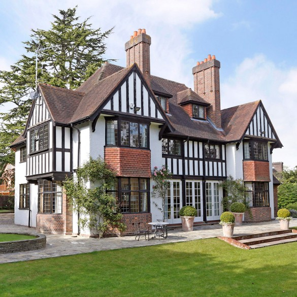 Arts and crafts properties for sale houses built in the for Arts and crafts home magazine