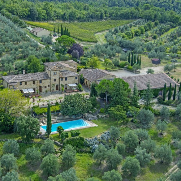 Romantic homes around the world town country magazine uk - Tuscany sotheby s international realty ...